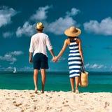 Para na plaży przy Seychelles Obrazy Royalty Free