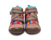 Para nowi kolorowi mody dziecka buty odizolowywający na białym tle Zdjęcia Stock