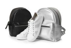 Para nowożytni buty i eleganccy plecaki obraz royalty free