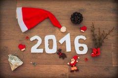 2016 para o projeto do ano novo e do Natal na tabela de madeira Imagem de Stock