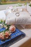Para obrączki ślubne. Zdjęcie Royalty Free
