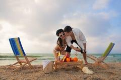Para odpoczywa na plaży obraz stock