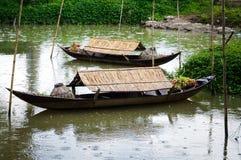 Para łodzie w deszczowym dniu Obraz Stock