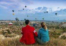 Para patrzeje gorące powietrze balony fotografia royalty free