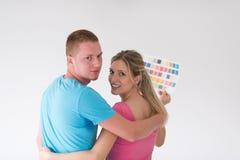 Para patrzeje kolor próbki w domu Zdjęcie Royalty Free
