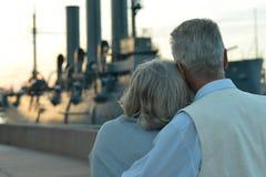 Para patrzeje na łodzi zdjęcie royalty free