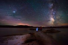 Para patrzeje Pięknego Milky sposób Obraz Stock