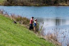 Para połów przy Greenfield jeziorem, Virginia, usa zdjęcia royalty free