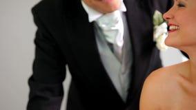 Para podpisuje ich ślubnego rejestr zdjęcie wideo