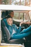 Para podróżnicy w furgonetce Zdjęcie Stock