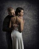Para portret, mężczyzna kobieta w miłości, chłopiec Obejmuje Eleganckiej dziewczyny zdjęcia royalty free