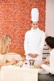 Para prawi komplementy szefa kuchni obrazy royalty free
