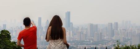 Para przegapia miasto linię horyzontu zdjęcia stock