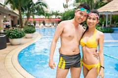 Para przy basenem obrazy royalty free
