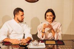 Para przy herbacianą ceremonią Obrazy Royalty Free