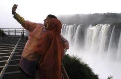 Para przy Iguazu spadkami Zdjęcie Royalty Free