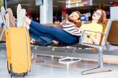 Para przy lotniskiem obrazy royalty free