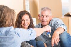 Para przy nowym domem Obraz Royalty Free
