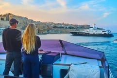 Para przy sterem, Valletta, Malta zdjęcia royalty free
