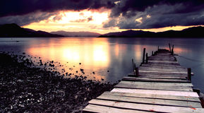 Para puesta del sol que espera en el puente Fotografía de archivo libre de regalías