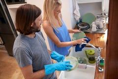 Para robi naczyniom zdjęcie stock