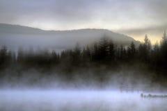 Para salida del sol que espera en el lago imagen de archivo