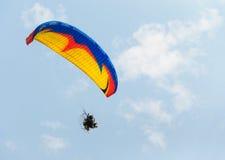 Para-Segelflugzeug und blauer Himmel stockbild