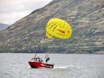 Para-seglingen landades till fartyget Royaltyfria Foton