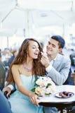 Para siedzi w kawiarni zdjęcia royalty free