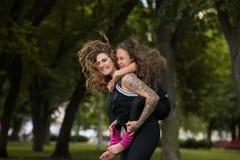 Para siempre joven y feliz Amor maternal Fotos de archivo libres de regalías