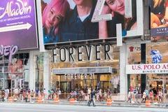 Para siempre tienda de ropa 21 en New York City imagen de archivo libre de regalías