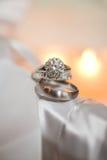 Para srebne obrączki ślubne Obrazy Royalty Free
