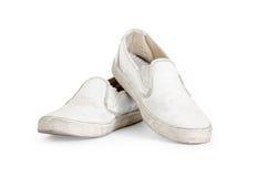 Para stara brudna sneakers ścinku ścieżka zawierać. Zdjęcia Royalty Free