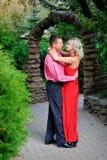 Para taniec w parku obrazy royalty free