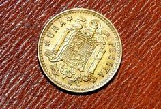 Para trás de 1 peseta, moeda espanhola do ano 1966 imagens de stock royalty free