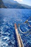 Para trás de um barco no mar Imagens de Stock