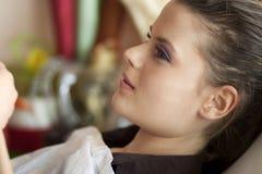 Para tratamiento del maquillaje que espera Fotografía de archivo libre de regalías
