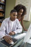 Para Używa komputer Zdjęcia Royalty Free