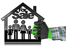 Para a venda - House modelo com uma família Foto de Stock Royalty Free
