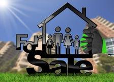 Para a venda - House modelo com uma família Imagem de Stock Royalty Free