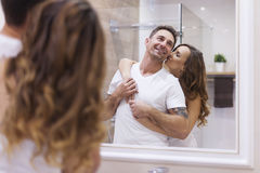 Para w łazience Obrazy Royalty Free