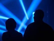 Para w światłach reflektorów Zdjęcia Royalty Free