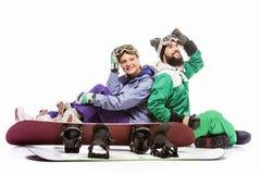 Para w jazda na snowboardzie kostiumach z snowboards Obraz Stock