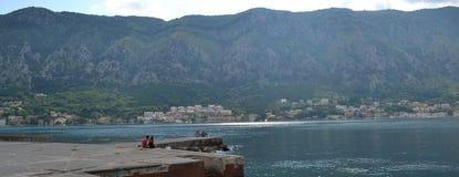 Para w Kotor zatoce Zdjęcie Royalty Free