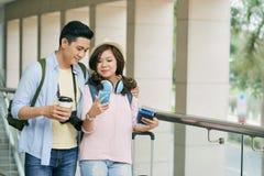 Para w lotnisku Zdjęcia Stock