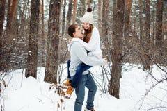 Para w miłości ma zabawę w zimie Zdjęcie Royalty Free