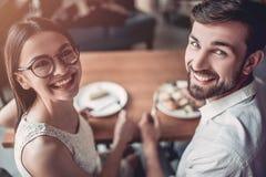 Para w miłości w kawiarni zdjęcie royalty free