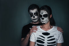 Para w miłości z cukrową czaszki twarzy sztuką Fotografia Royalty Free