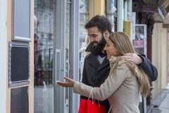 Para w mieście na zakupy obraz stock