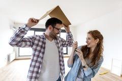 Para w nowym mieszkaniu zdjęcia stock
